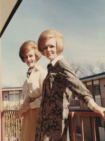 women-used-to-wear-some-crazy-hairstyles-in-the-1960s-3